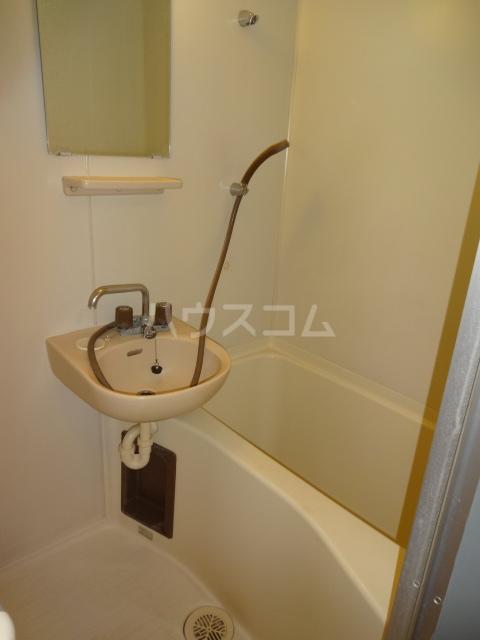第三セーム 102号室の風呂