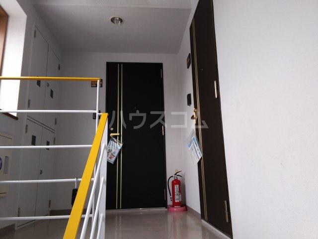 茅ヶ崎サザンビル 502号室のエントランス