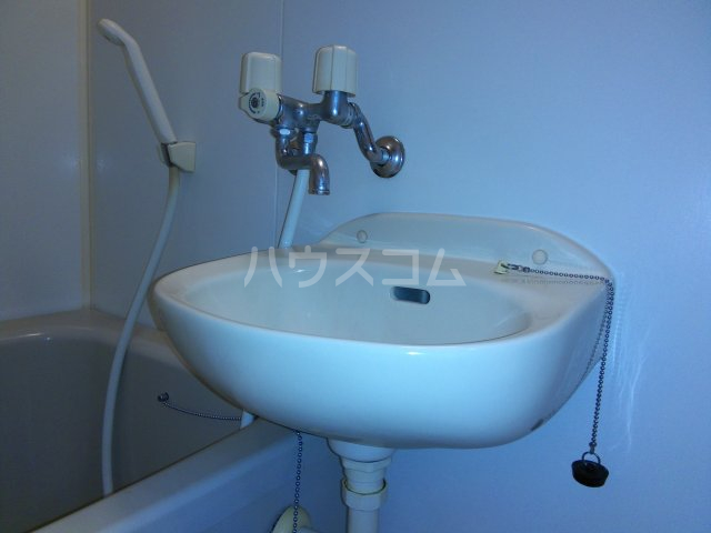 茅ヶ崎サザンビル 502号室の洗面所