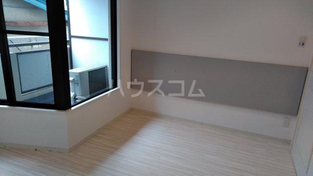 サンピア平塚 203号室のリビング