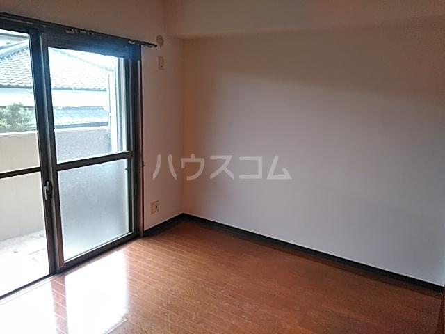 エスプリⅢ 102号室の居室
