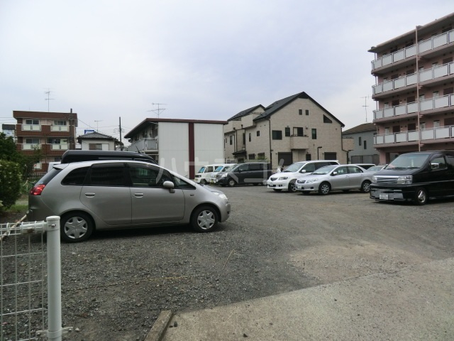パルハウス萩原 202号室の駐車場