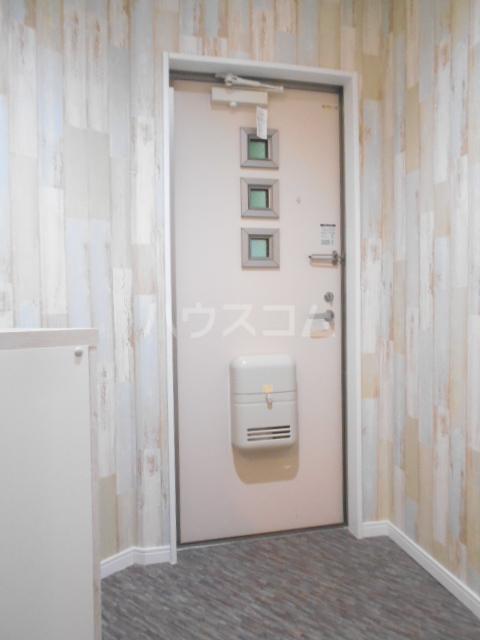 トーオービル 3-B号室の玄関