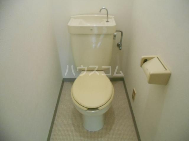アリエッタ国府津 301号室のトイレ