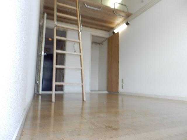 オークパレス 201号室の居室