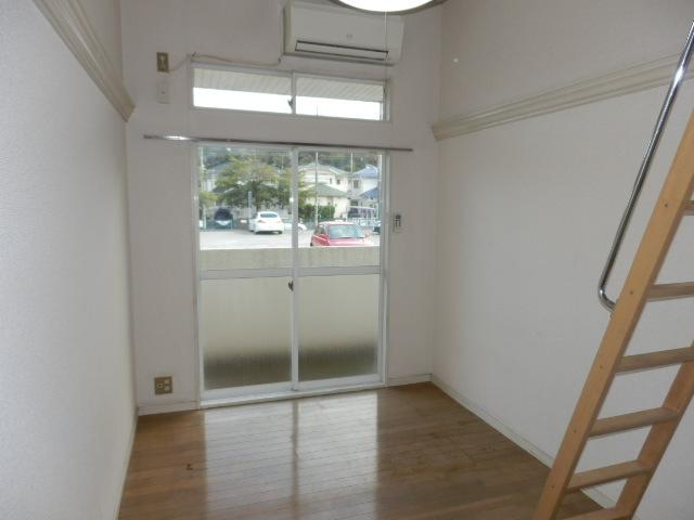 オークパレス 201号室の玄関