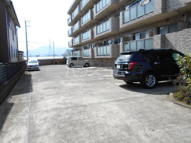 エルトベーレ 406号室の駐車場