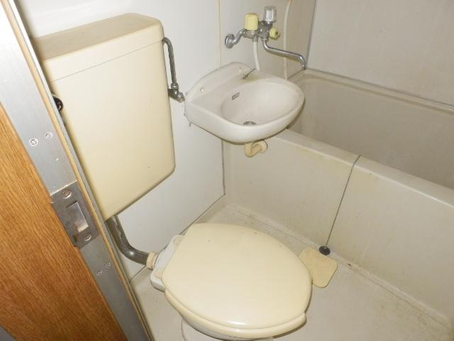 トーア・レジデンス 301号室のトイレ