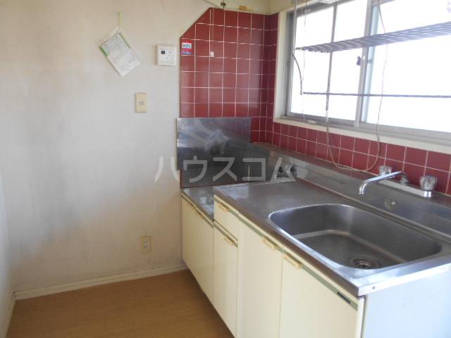 ラ・メゾン・ド・トゥルワ 201号室のキッチン