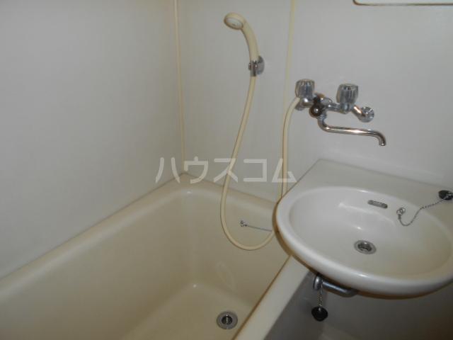 ラ・メゾン・ド・トゥルワ 201号室の風呂