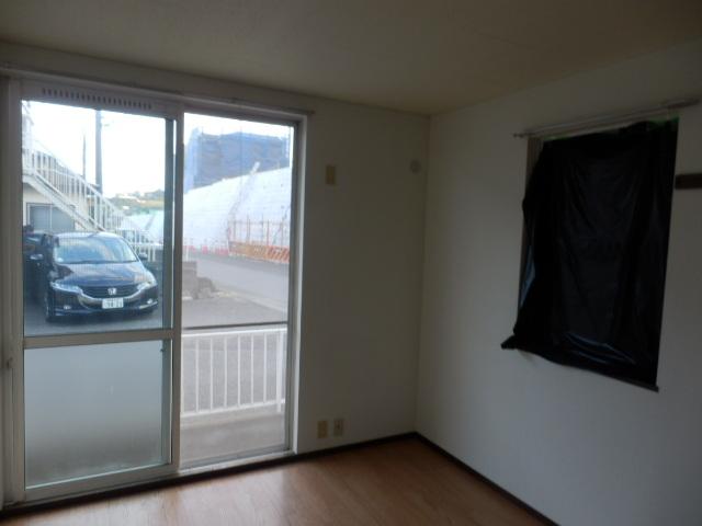 第2ニューリース神崎 205号室のリビング
