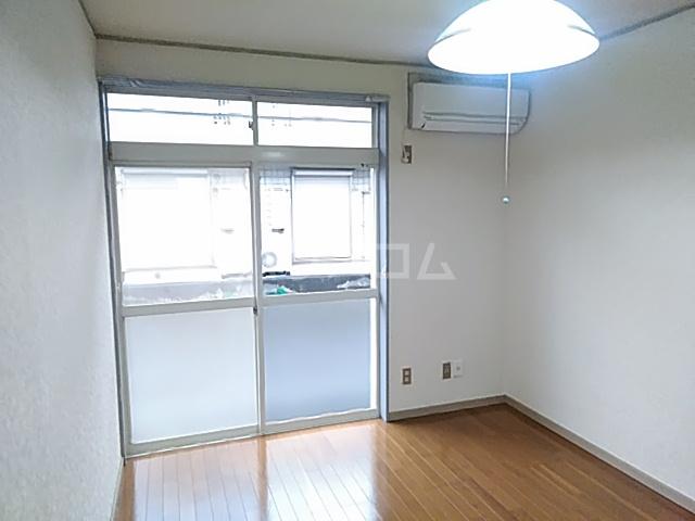 ガーデンバレー21 101号室のリビング