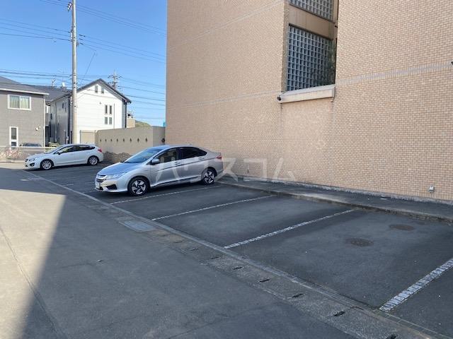 Crayon de Couleur 203号室の駐車場