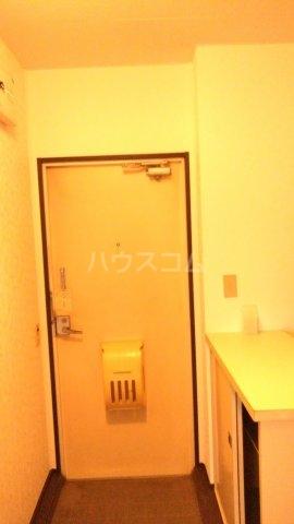 プラザ子の神22 101号室の玄関