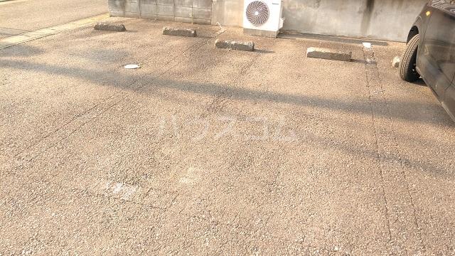 プラザ子の神22 101号室の駐車場