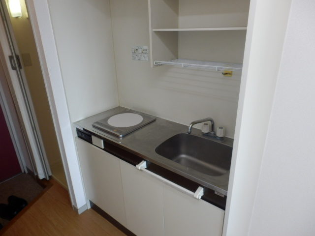 マンションサーパス 302号室のキッチン