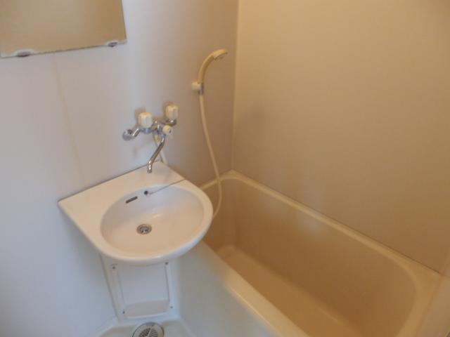 マンションサーパス 302号室の風呂