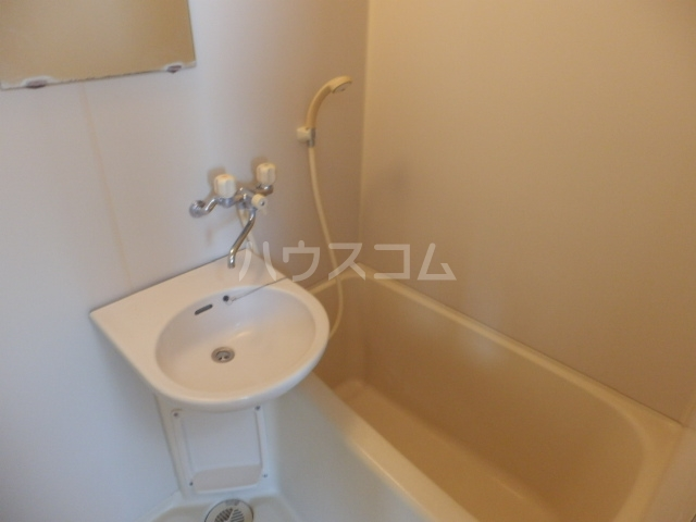 マンションサーパス 302号室の洗面所