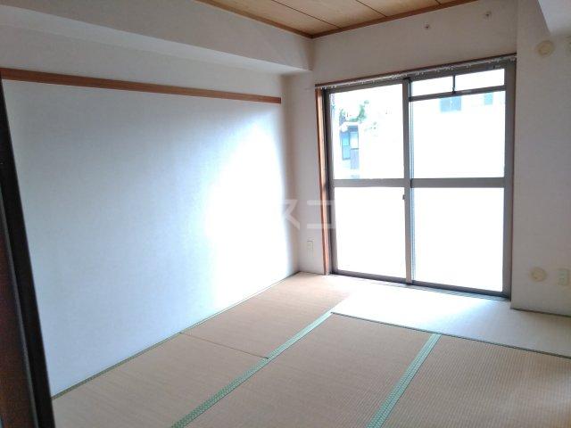 グレースシティB 202号室の居室