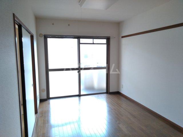 グレースシティB 202号室のリビング