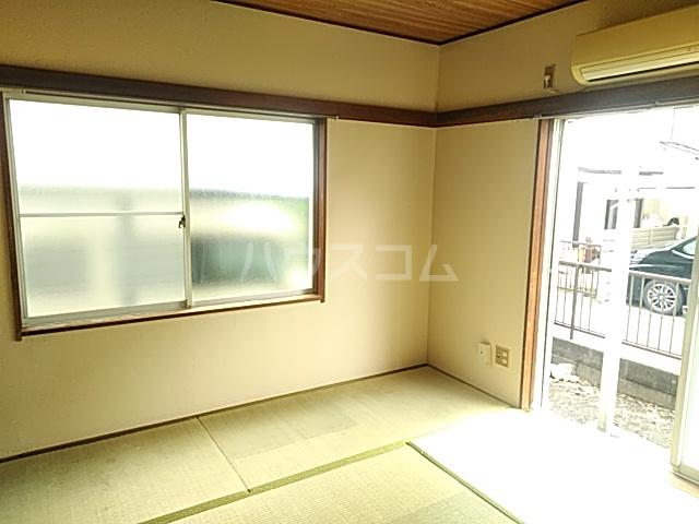 シャルム内海 202号室の居室