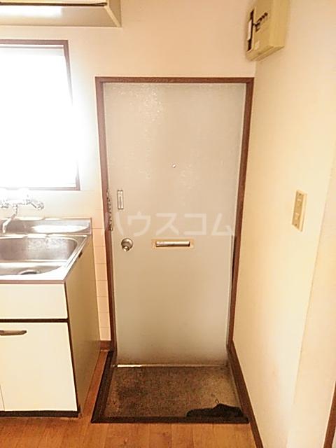 シャルム内海 202号室の玄関