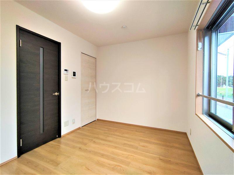 アベニールS 106号室の居室