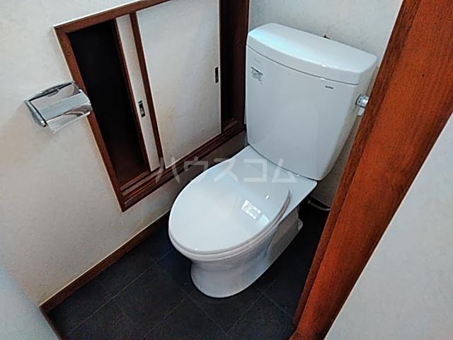 旭町6丁目戸建てのトイレ