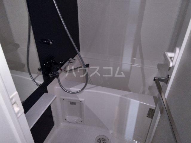 アゼスト浮間舟渡 505号室の風呂