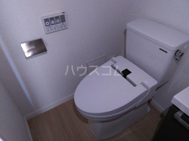 アゼスト浮間舟渡 505号室のトイレ