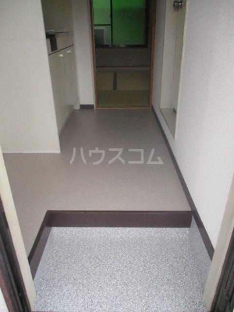 コーポイング 101号室の玄関