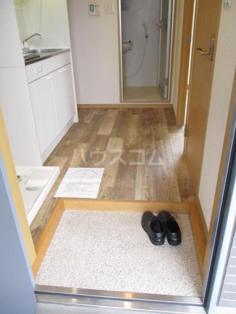 サンイング下丸子 301号室の玄関