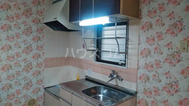 ウチダロイヤルマンション 103号室のキッチン
