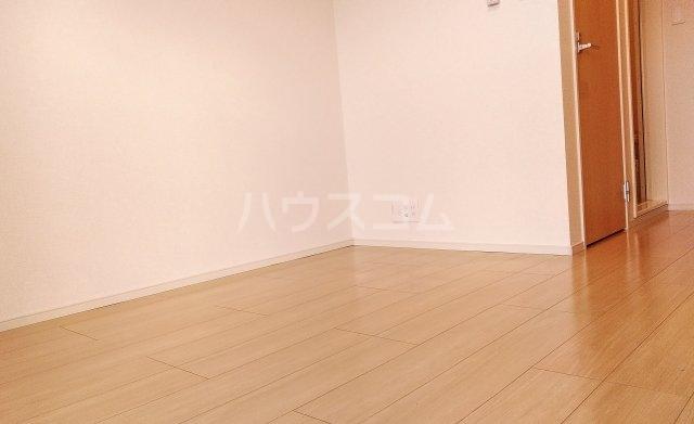YS鶴見 402号室のリビング