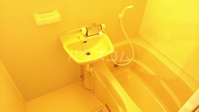 YS鶴見 402号室の風呂