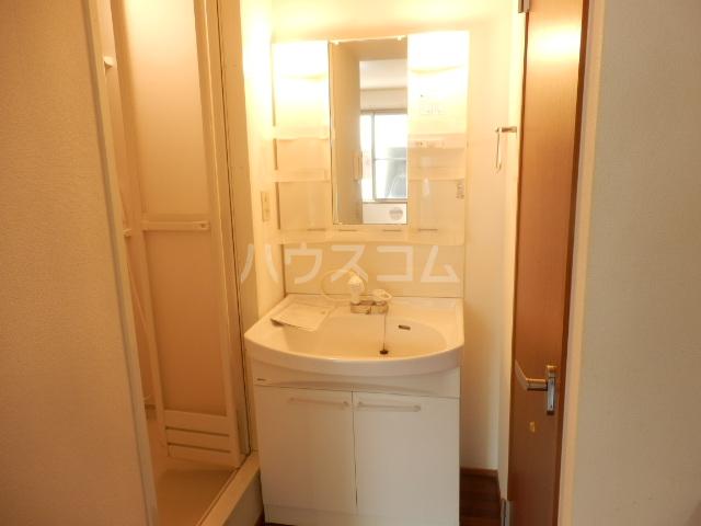 ボヌール・K 101号室の洗面所