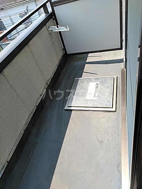 レジデンス東寺尾 301号室のバルコニー