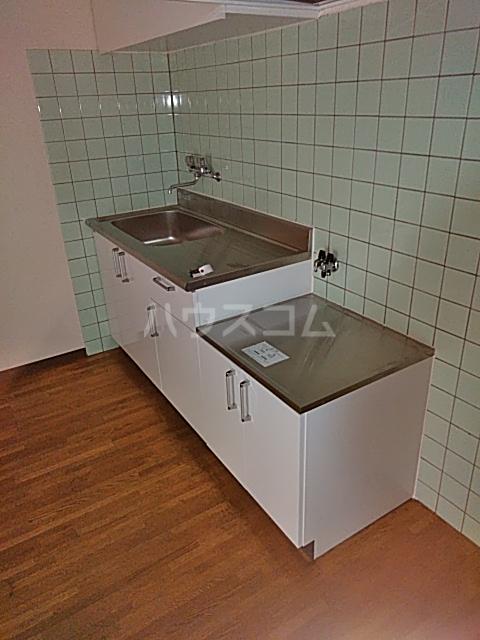 レジデンス東寺尾 301号室のキッチン