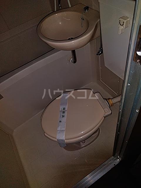 レジデンス東寺尾 301号室のトイレ