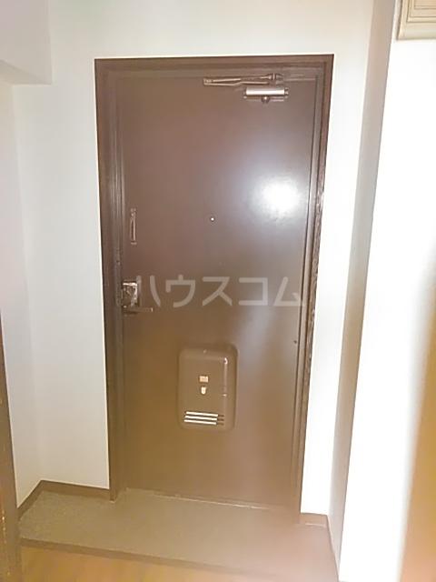 レジデンス東寺尾 301号室の玄関