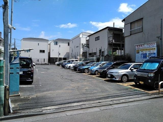 柏コーポ 302号室の駐車場