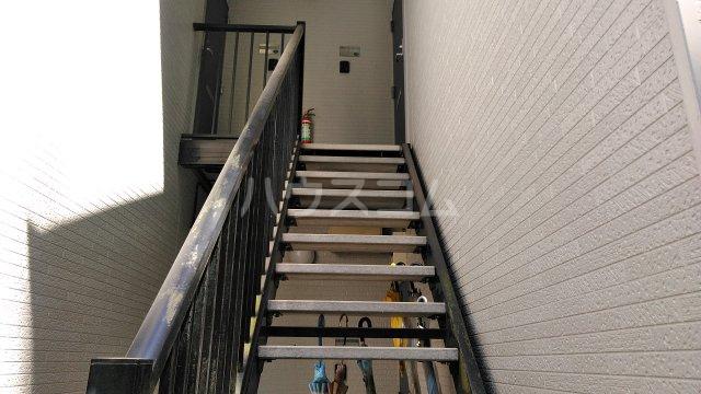 イーストビレッジ 101号室のエントランス