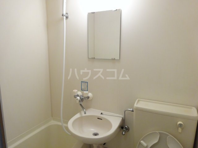 トラストビラ住吉 412号室の洗面所