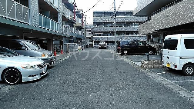 メゾンサンライズ 304号室の駐車場