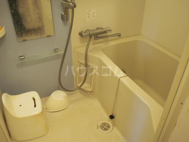 ウッドハウス鶴見 101号室の風呂