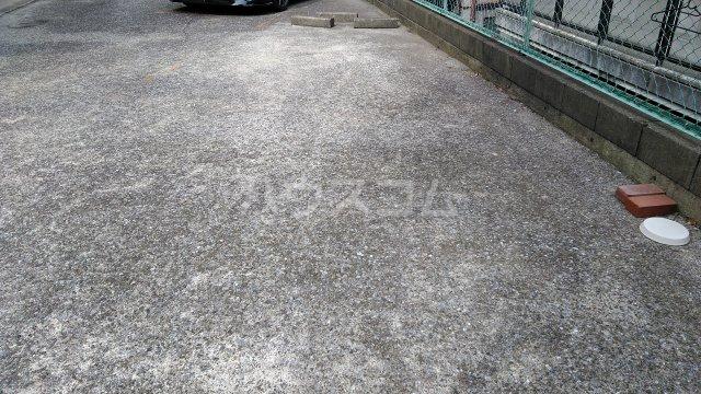サンハイム木星 303号室の駐車場