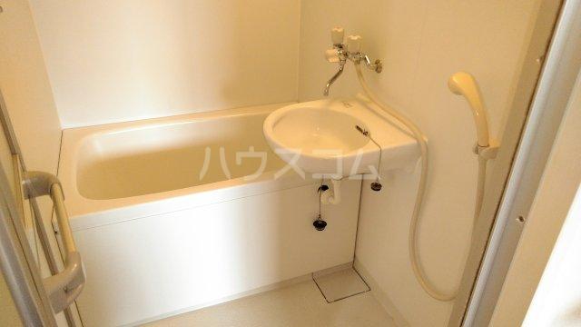 サイレントコーポイシワタ 302号室の風呂