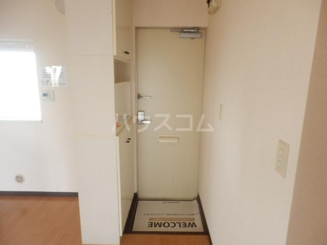 クローカスB 203号室の玄関
