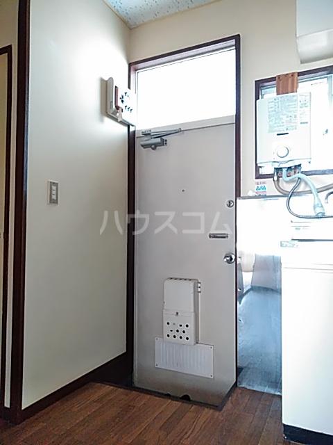 マロニエコート 102号室の玄関