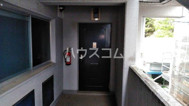 小峰第5ハイツ 203号室の玄関